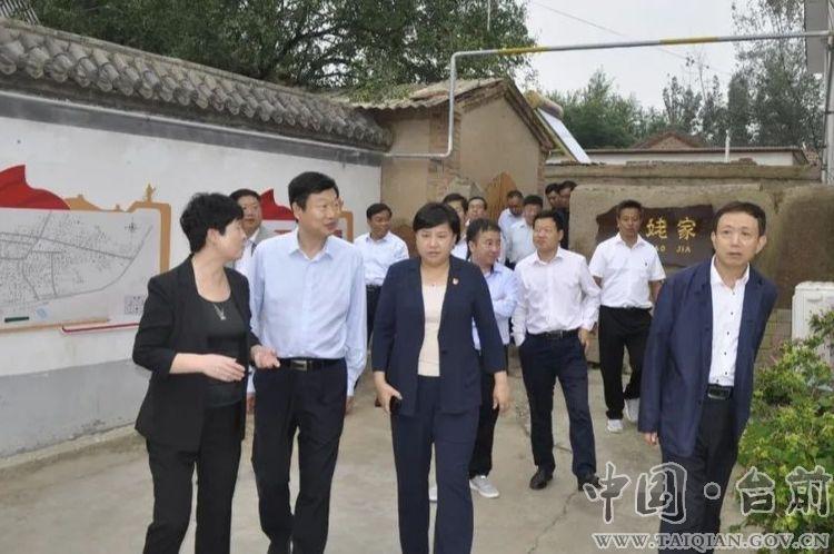 县长李志华陪同市政协副主席牛锁成一行在我县调研文化旅游产业发展情况